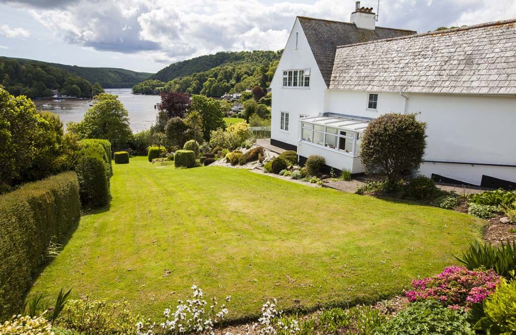 Holiday Cottages in South Devon with Private Parking