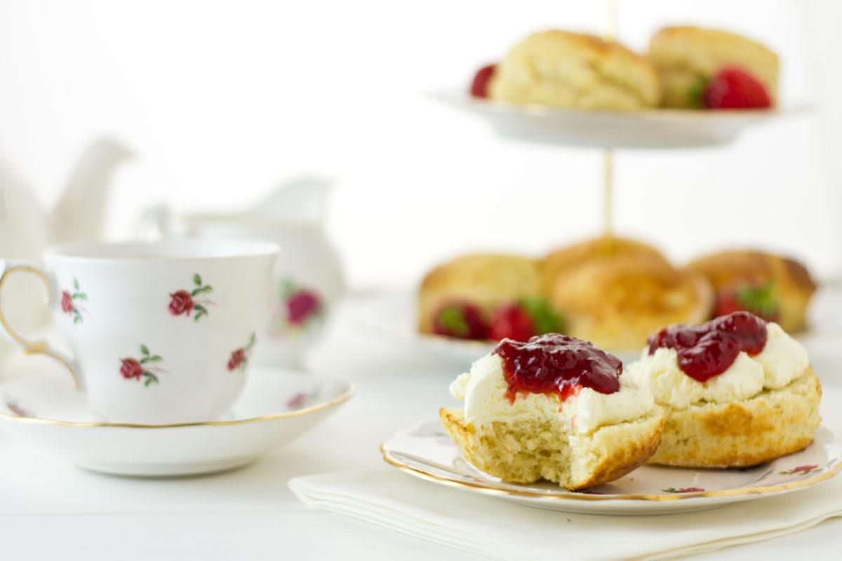 Devon cream tea - what's the difference between a Devon and Cornish cream tea?